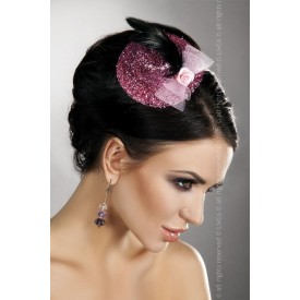 Блестящая розовая шляпка с розочкой